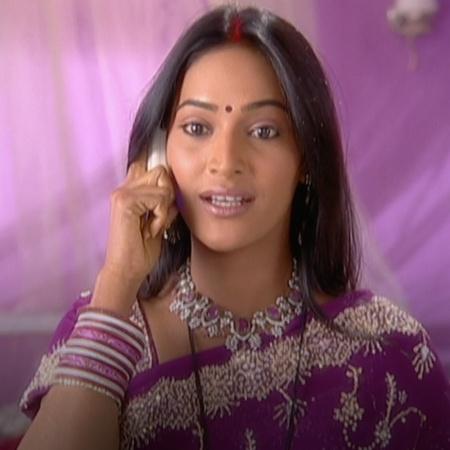 سالوني تساعد شوبرا للتخلص من شاندي التي تحاول إيذاء اسرتها