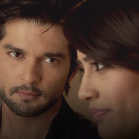 The tables are now turned since Zoya is manipulating Razia, so that sh