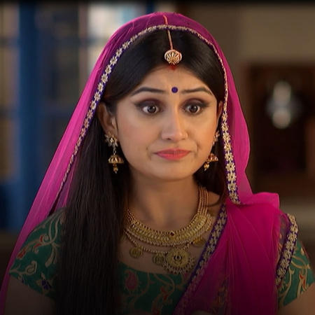 Lucky puts Komal in trouble but Pinky and Rana save her in the last mi