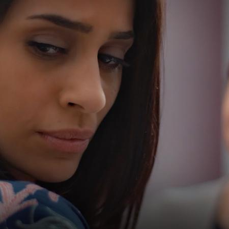 تدور أحداث المسلسل حول امرأة تنسى ما يدور حولها، لهذا السبب تحتفظ بورق
