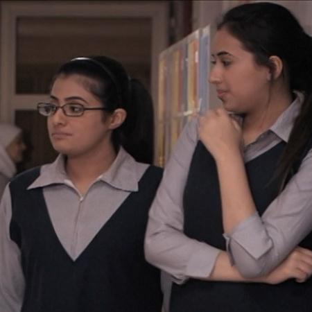 بنات الثانوية تدورقصته حول  خمس بنات  يتعرفن اثناء تأديتهن المرحلة الث