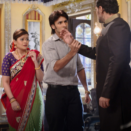 Raja is treating Rani disgustingly, and Jivan takes advantages of it