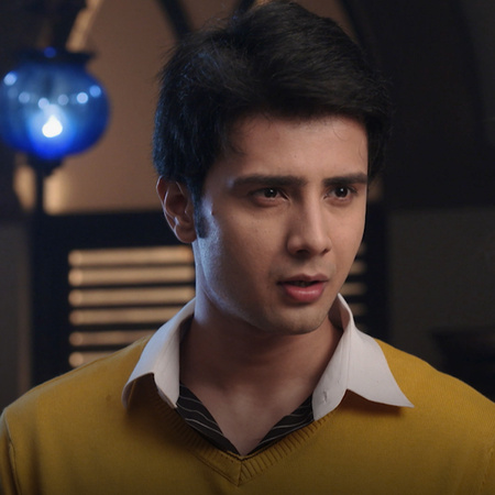Jivan tries to convince Rani to participate in the competition to defe