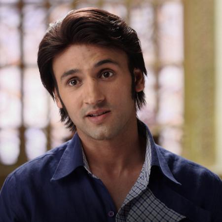 Raja causes lots of problems to Rani. Raja also starts throwing hurtfu