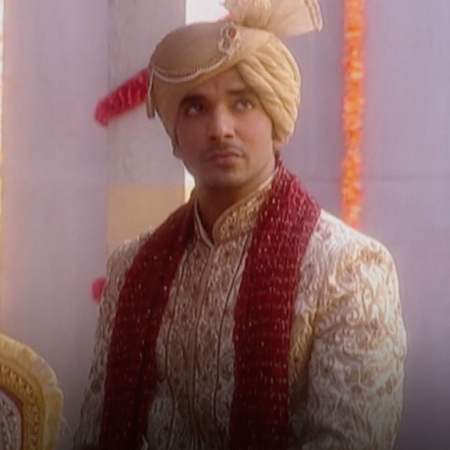 Anokal goes to the train station to travel and Mona leave the wedding