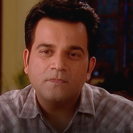 Anokal very upset at Mona since she is busy with her family and no tim