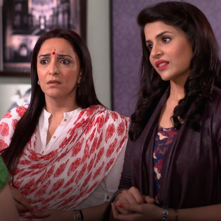 For the first time Mira is telling Abhi her feeling