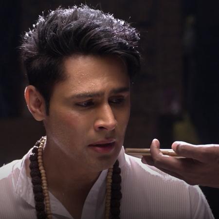 After both Aditya and Janvi lost their memories, Nisha returns to take