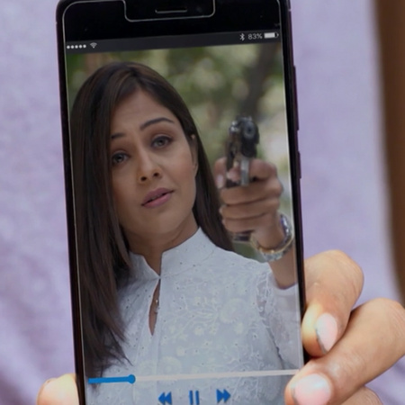 After both Aditya and Janvi lost their memories, Nisha returns to take