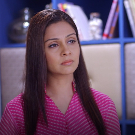 Nisha convinces Benny that Akash is cheating on her with Gia and devis