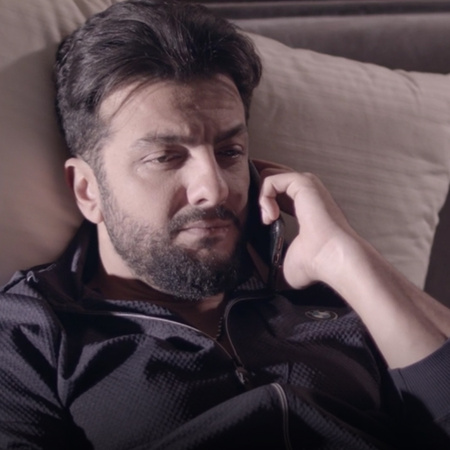 طارق يحاول إقناع زياد بالطلاق من أمل ويعرض عليه عرض مغري جداً ولكن هل