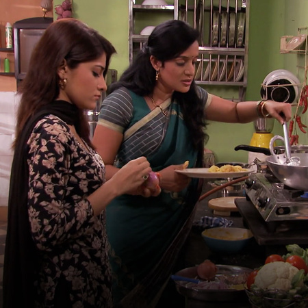Savita accuses Punni of ruining Ovi and Arjun's relationship as well a