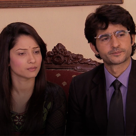 Rana and Mazhien go to visit Purvi and Mazhien tries his best to convi