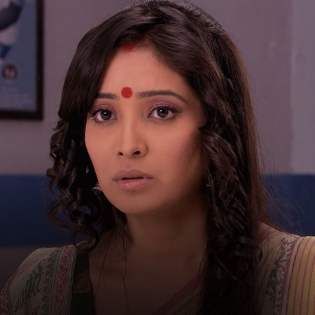 Rana takes Purvi to visit a doctor where they meet Dr. Braganza. Will