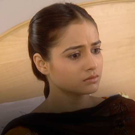 Malhotra reaches out to Sarin and tries to reach an agreement