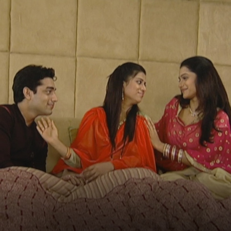 Malhotra is worried about his daughter Mahi after her marriage