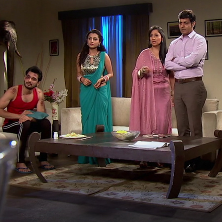 Roshni discovers the whole truth by Siddhart's help and they decided t