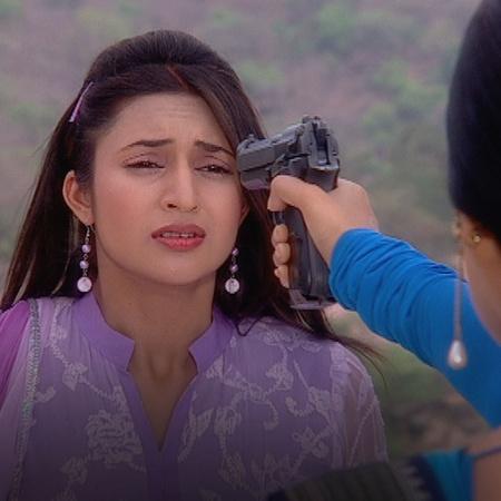 Sindoora takes Divya to the spot where she killed Sagar and Vidya to f