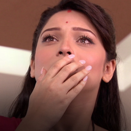 Mazhien decides to go to India to meet Archana for seeking the answers