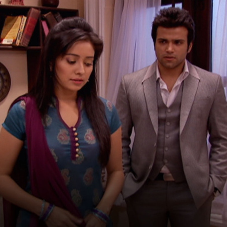 Vinay's mother's intentions of getting him married to Purvi don't seem