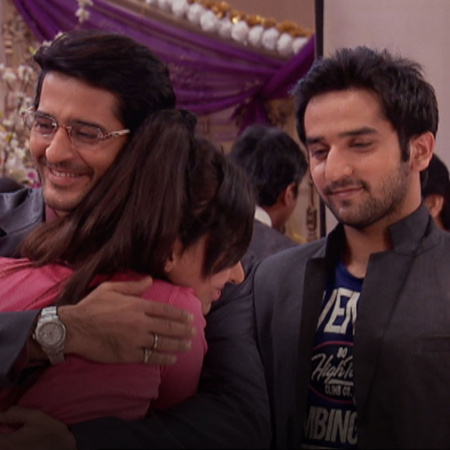 Mazhien's birthday celebrations have begun. Rana too arrives at the pa