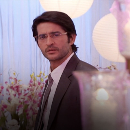 Arjun announces Purvi as the new boss of his company. Punni is very di