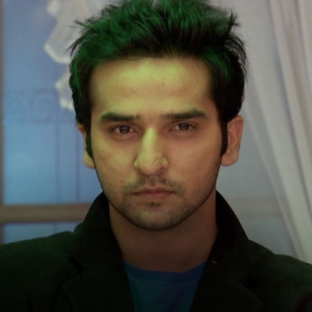 Purvi is heartbroken and storms out of the engagement function. Rana n