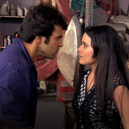 Rana sees Arjun working as a mechanic at a garage. Will she be able to