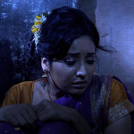 Purvi still hasn't been rescued. Savita tells baba to console Rana in