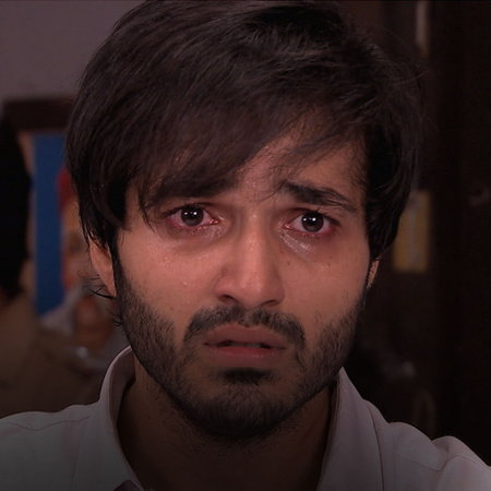 Soham finds out that his parents are arrested. He tries to escape the