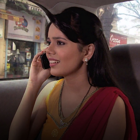 Punni manipulates Ovi to keep a check on Arjun and his phone. Meanwhil