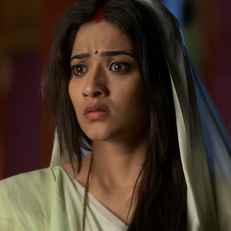 Ganga is trying to show sheive what Savitri and his son bratab are try