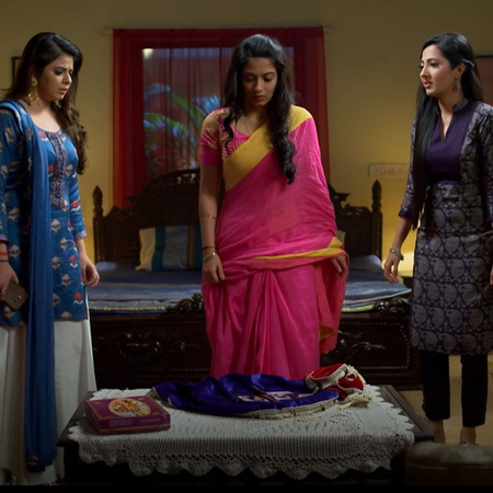 Zoya still creating troubles while karina trying her best to live as a