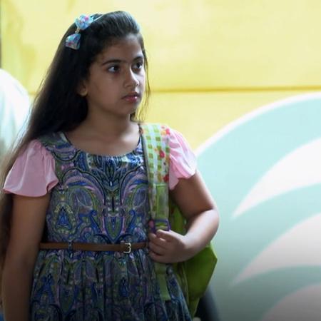 كارينا تخرج من المنزل باحثة عن والدها المجهول الهوية تاركة رسالة لوالد