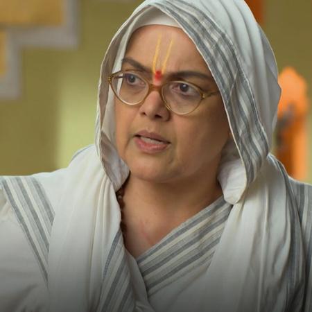 Ganga took her daughter karina to her village and sagar followed them