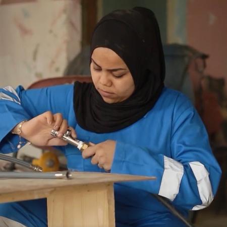 برنامج يعرض قصص نجاح أشخاص تحرروا من الوظيفة التقليدية بتميزهم و اختلا