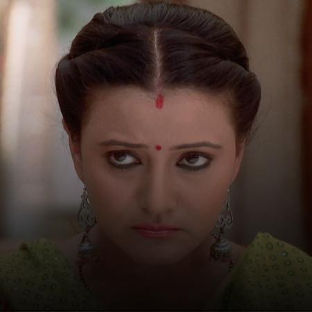 Samir admits to Ricky that he caused Vidhit's injury. Indira is abduct