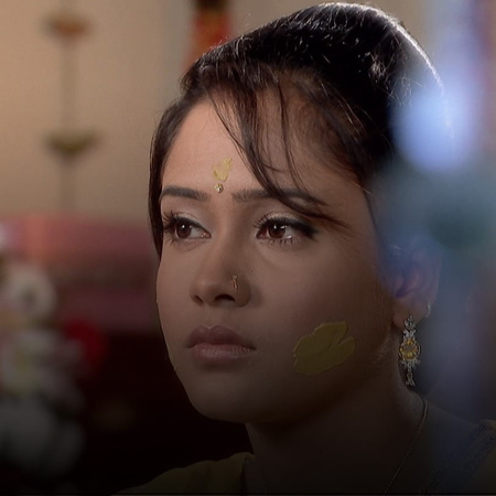 Indira is at the verge of death when Shweta discovers that she is preg