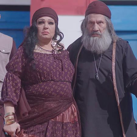 يذهب القرداتي لزعيمة الغجر ليستنجد بها ويطلب منها أن تأخذ حقه من ابنه
