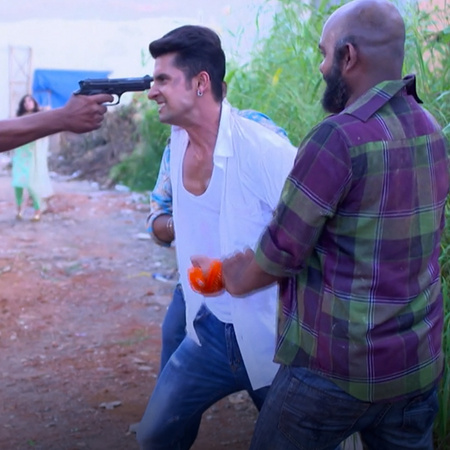 Satya is in danger and Mahi is trying to save him