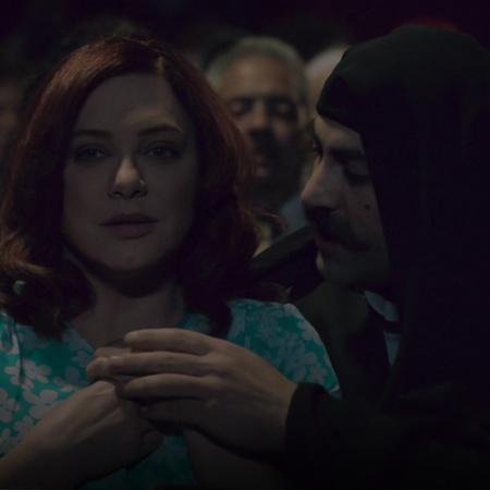 Murad invites Miramar to the cinema, and tries to flirt with her