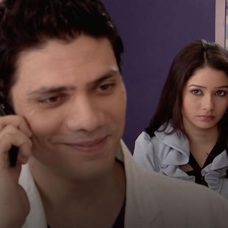 تظهر علامات الغيرة على وجه لارا بعد أن أعلنت علاقة رشا وسامر