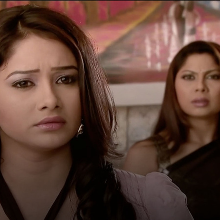 Laras' plan leads Rasha to burn down the kitchen.