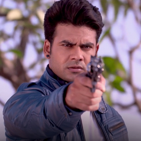 Shakti tries to capture Ananya after she escapes
