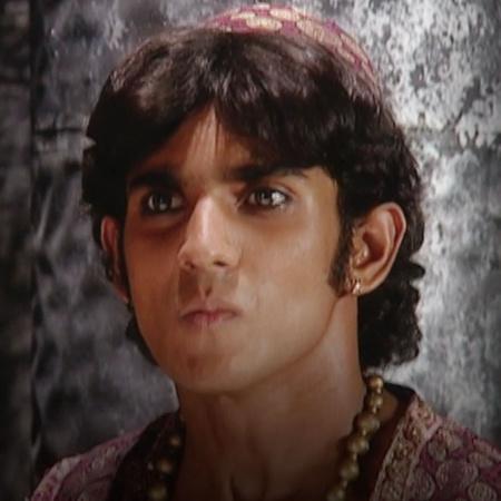 سكيب يحتجز علاء الدين في السجن ويحاول ان يعرف سر اللغز من زهرة مقابل ح