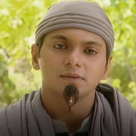 Aladdin is looking for Lotus flower in Masoud island to kill Jafar.