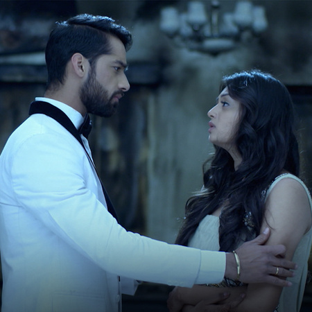 A huge fire in Mehak's house, but Shaurya finds the perfect solution t