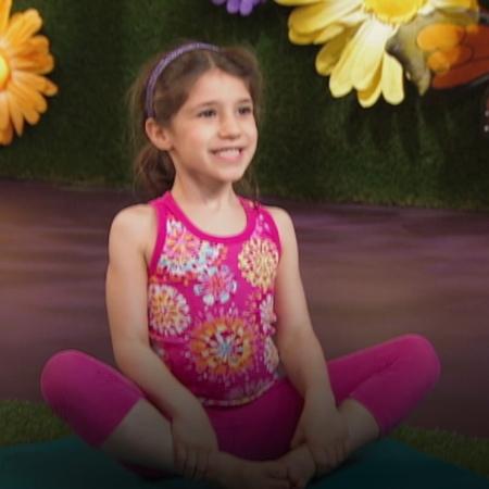 تساعد اليوغا الأطفال وخاصة الفتيات على التحرك والرقص والتعامل مع عناصر