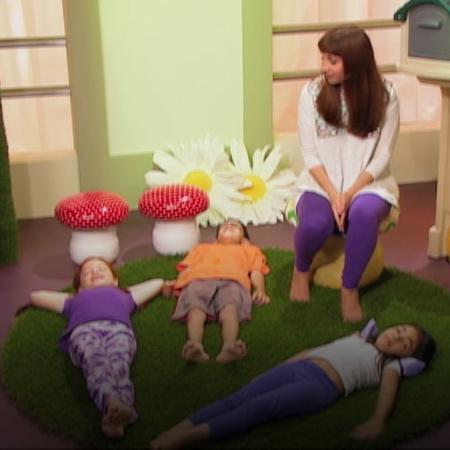 تتيح حركة البري مرجان للأطفال التعامل مع اجسادهم وكأنهم على ظهور خيل م