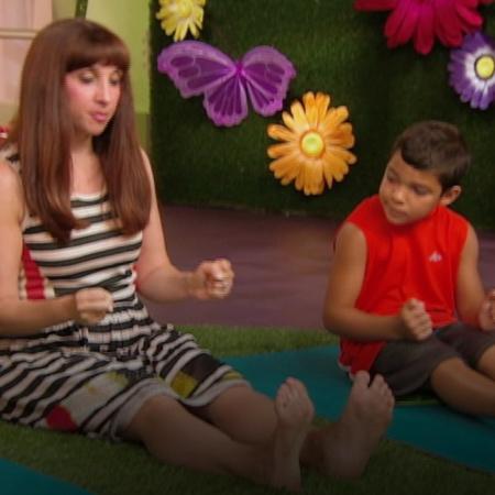يمكن تفعيل تقنيات اليوغا من خلال مساعدة الأطفال على ركوب السيارة ومشار